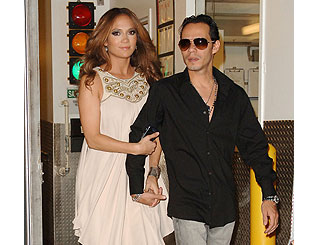 Jennifer Lopez keeps mum on pregnancy rumours