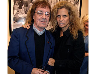Bill Wyman checks out exhibition on Old Blue Eyes