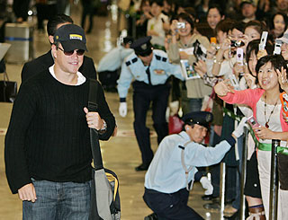 Japan gives a friendly welcome to Matt Damon