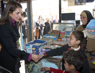 Queen Rania drops in on micro-finance users