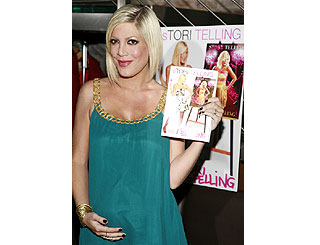 Tori Spelling launches biography with a bump