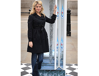 Holly launches three-minute shower challenge
