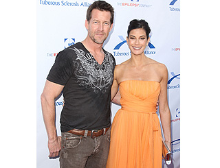 Teri Hatcher and James Denton chuckle for charity