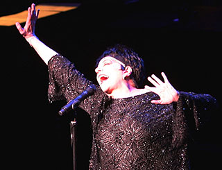 Liza Minnelli plays Coliseum in first show of UK tour