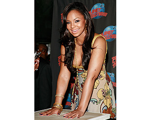 Ashanti gets hands on at Planet Hollywood