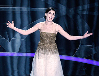 Anne Hathaway to play Judy Garland on stage and film