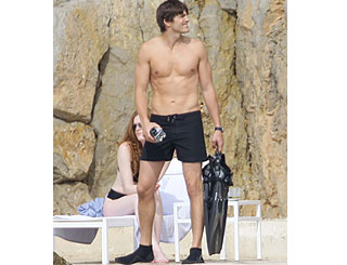 Demi's husband Ashton Kutcher shows he's one buff dude
