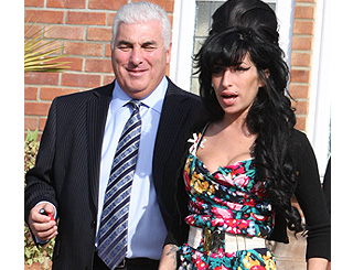 Amy Winehouse's concerned dad Mitch jets to Caribbean