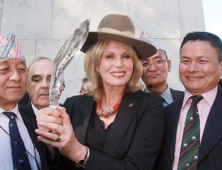 Joanna Lumley to turn to Queen to solve Gurkha issue