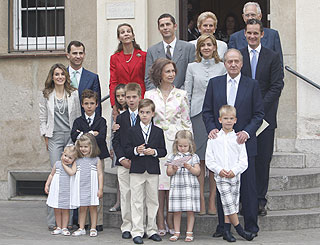 Spanish royal family gathers for first communion ceremony