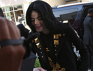 Michael Jackson's weight drops as he cuts back on food