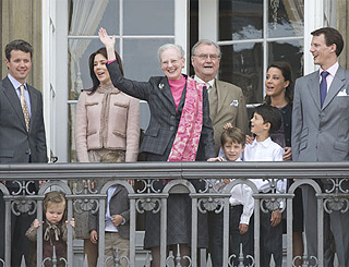 Danes vote for girls to have equal footing in royal succession
