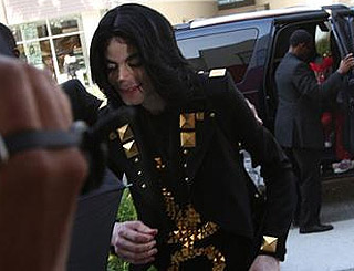 Police question five of Michael Jackson's doctors