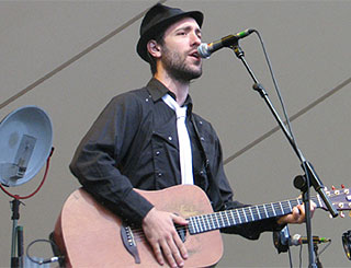 Unknown Brit Charlie Winston takes French music scene by storm