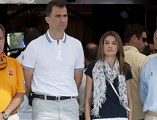 Spanish royals pay tribute to bomb victims in Majorca