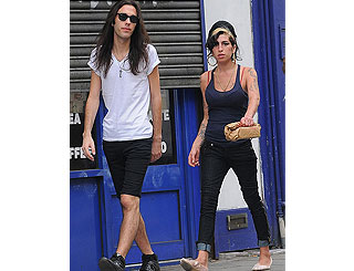 Amy Winehouse healthy and happy on Camden stroll