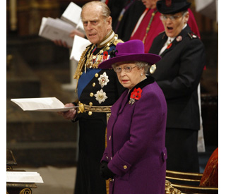 Queen leads Armistice Day service for the fallen