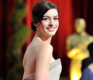 Anne Hathaway to announce Oscar nominations
