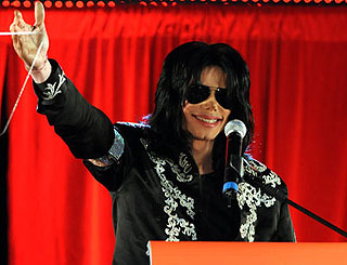Report shows 13 puncture marks on Michael Jackson