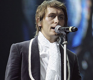 Robbie helping Mark Owen through difficult time