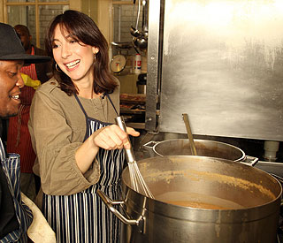 Samantha Cameron helps out in homeless kitchen