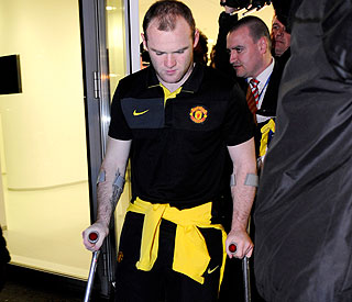 Fans wait to hear extent of Wayne Rooney's injury