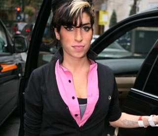 Amy Winehouse admitted to hosptial after fall at home