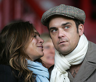 Robbie Williams arranges pre-nup for marriage to Ayda