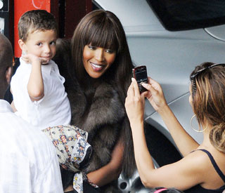 Naomi Campbell stops shoot for snaps with kids