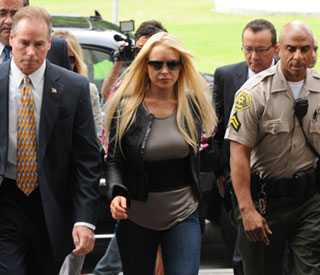 Lindsay Lohan begins jail term