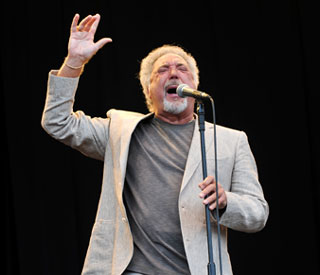 Tom Jones electrifies festival crowd with gospel tunes