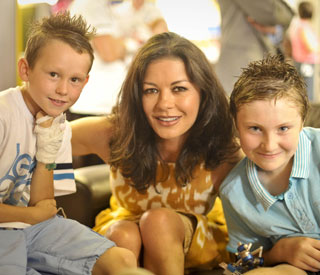 Catherine Zeta-Jones brings cheer to sick kids