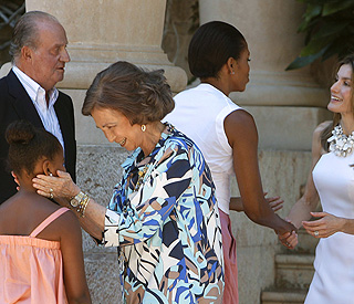Spanish royals give Obama ladies a warm send-off