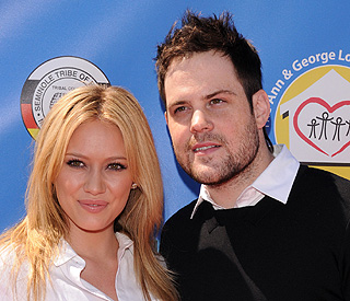 Disney star Hilary Duff marries Mike Comrie