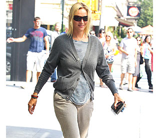 Does Uma Thurman's smile mean baby news?