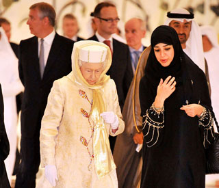 The Queen embraces tradition in Abu Dhabi