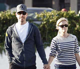 Reese Witherspoon announces plan to wed