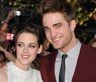 New Year pub party for Robert Pattinson and Kristen