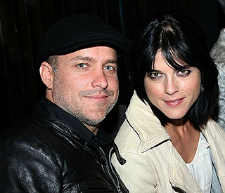 Selma Blair to become first-time mother