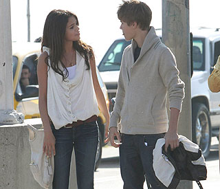 Love in the air for Justin Bieber and Selena Gomez