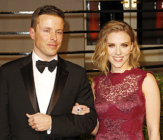 Mystery man at Oscars with Scarlett is her agent