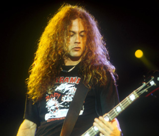 Ex-Alice in Chains bassist  Mike Starr dies at 44