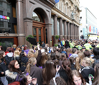 Chaos in Liverpool as Justin Bieber rolls into town