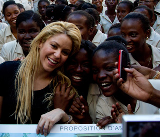 Big-hearted Shakira brings smiles in Haiti