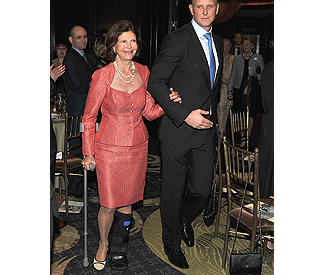 Sweden's Queen Silvia injured evading photographer