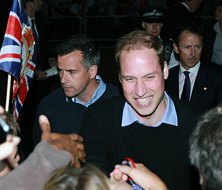 Prince William delights on wedding eve walkabout