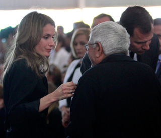 Princess Letizia comforts families of quake victims