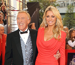 Bruce Forsyth to continue as 'Strictly' presenter