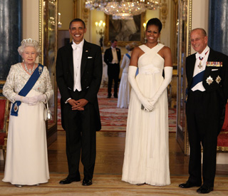 Queen hosts star-studded banquet for the Obamas