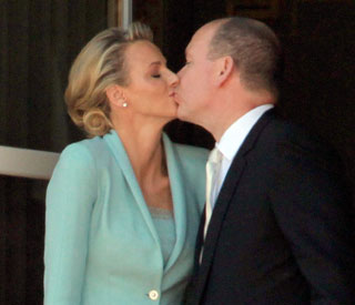 Loving kiss for Monaco's ecstatic newlyweds
